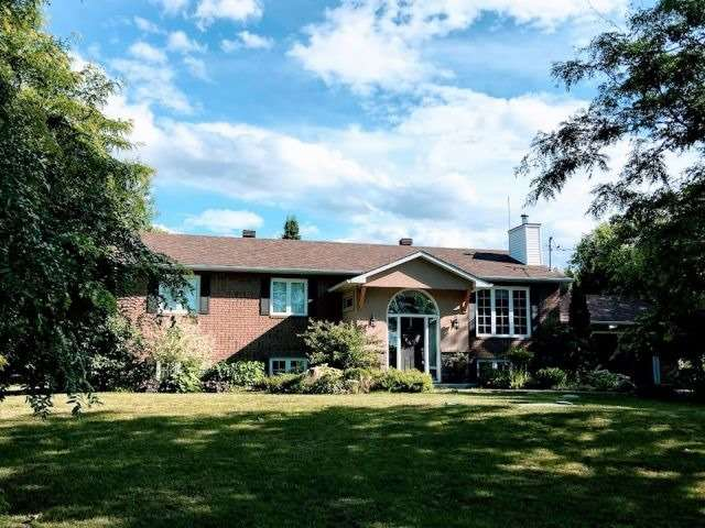For Sale: 2770 Lockwood Lane, Ottawa, ON | 3 Bed, 2 Bath House for $485,000. See 8 photos!