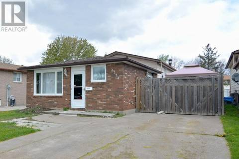 House for sale at 2777 Garvey  Windsor Ontario - MLS: 19018052