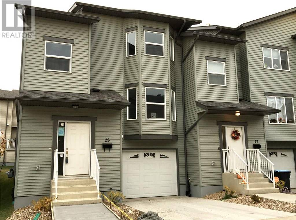 Townhouse for sale at 120 Warren Wy Unit 28 Fort Mcmurray Alberta - MLS: fm0185479