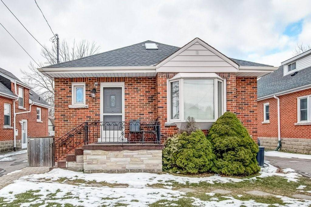 House for sale at 28 34th St East Hamilton Ontario - MLS: H4072860