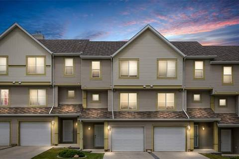 Townhouse for sale at 28 Everhollow Wy Southwest Calgary Alberta - MLS: C4254169