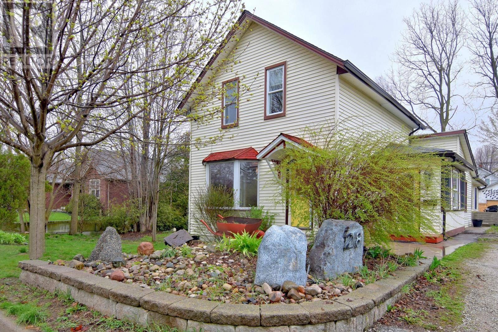 House for sale at 28 Stewart  Kingsville Ontario - MLS: 20004764