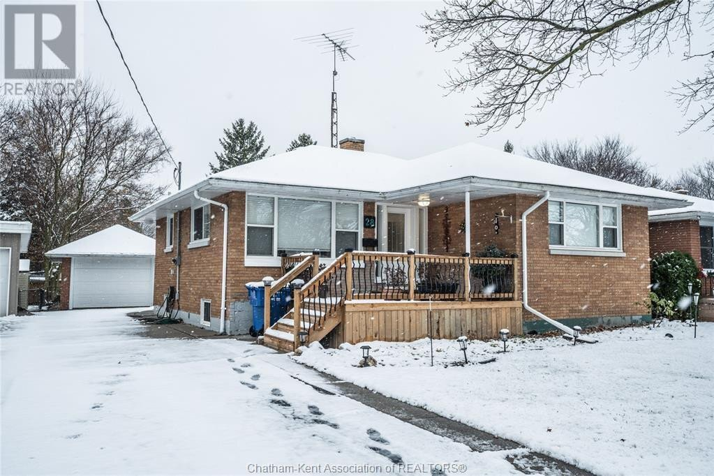 House for sale at 28 Woodland Ave Chatham Ontario - MLS: 20015477