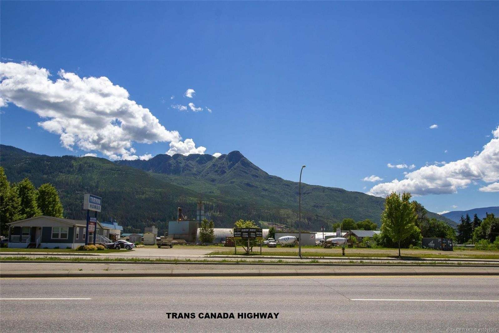 Residential property for sale at 2800 10 Ave Southwest Salmon Arm British Columbia - MLS: 10215307