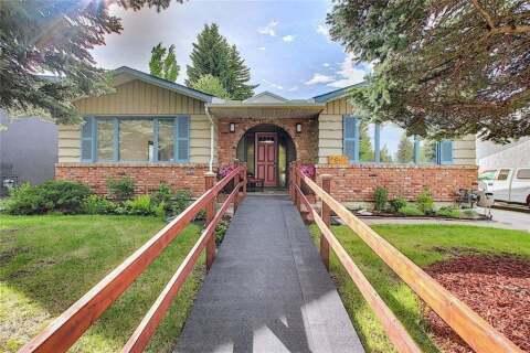 House for sale at 2807 Oakwood Dr Southwest Calgary Alberta - MLS: C4301158