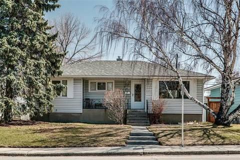 House for sale at 2808 19 St Northwest Calgary Alberta - MLS: C4236577