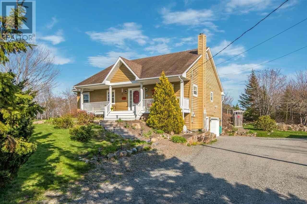 House for sale at 281 Haliburton Cres Stillwater Lake Nova Scotia - MLS: 202007120