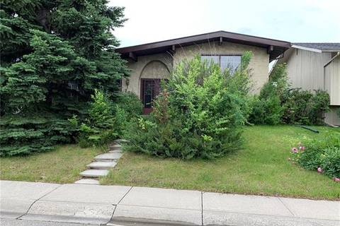 House for sale at 281 Lake Lucerne Wy Southeast Calgary Alberta - MLS: C4257047