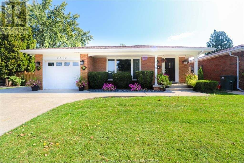 House for sale at 2810 Forest Glade Dr Windsor Ontario - MLS: 20012922