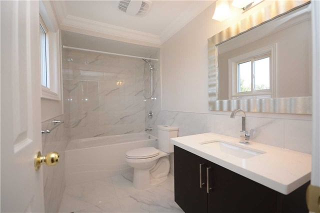 For Sale: 282 Centre Street, Brampton, ON | 4 Bed, 3 Bath House for $729,000. See 20 photos!