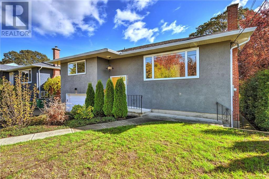 Removed: 2825 Adelaide Avenue, Victoria, BC - Removed on 2018-10-17 06:21:03