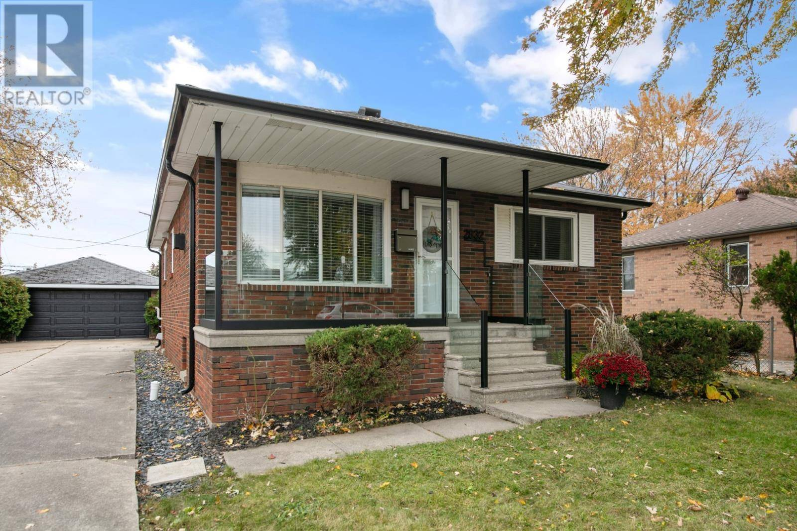 House for sale at 2832 Clemenceau  Windsor Ontario - MLS: 20000756