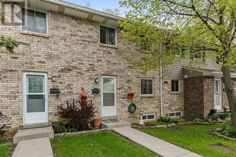 Townhouse for sale at 2834 Meadowbrook  Windsor Ontario - MLS: 19018232
