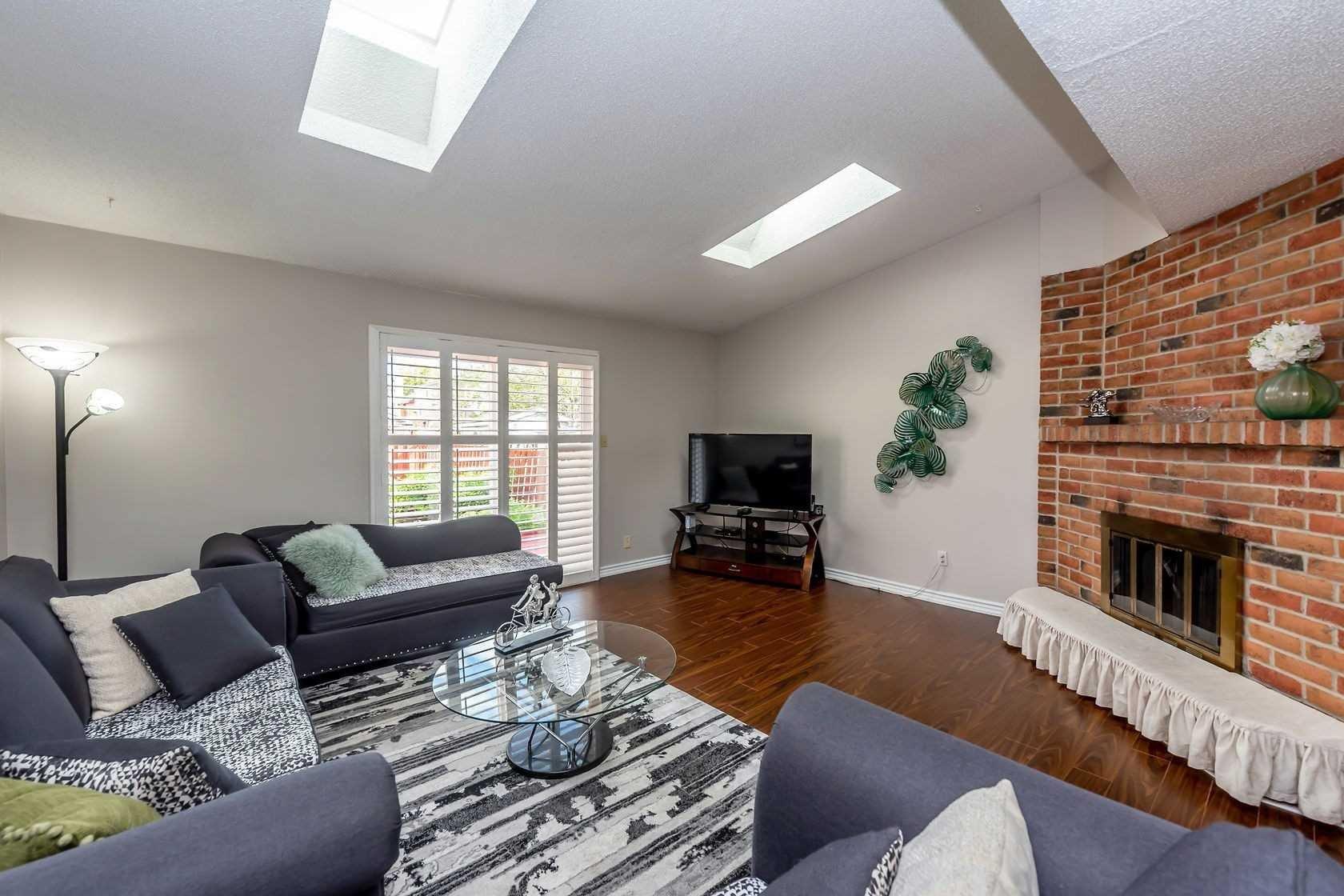 House for sale at 285 Macintosh Dr Hamilton Ontario - MLS: X4970180
