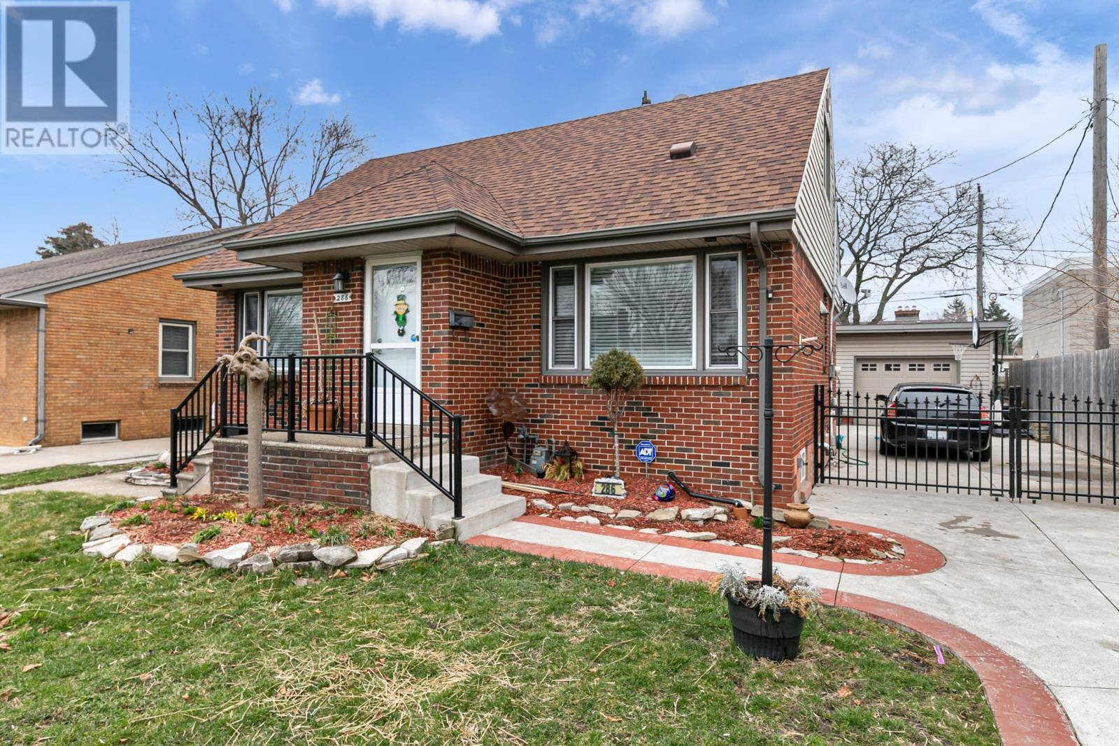 House for sale at 286 Reedmere  Windsor Ontario - MLS: 20003854