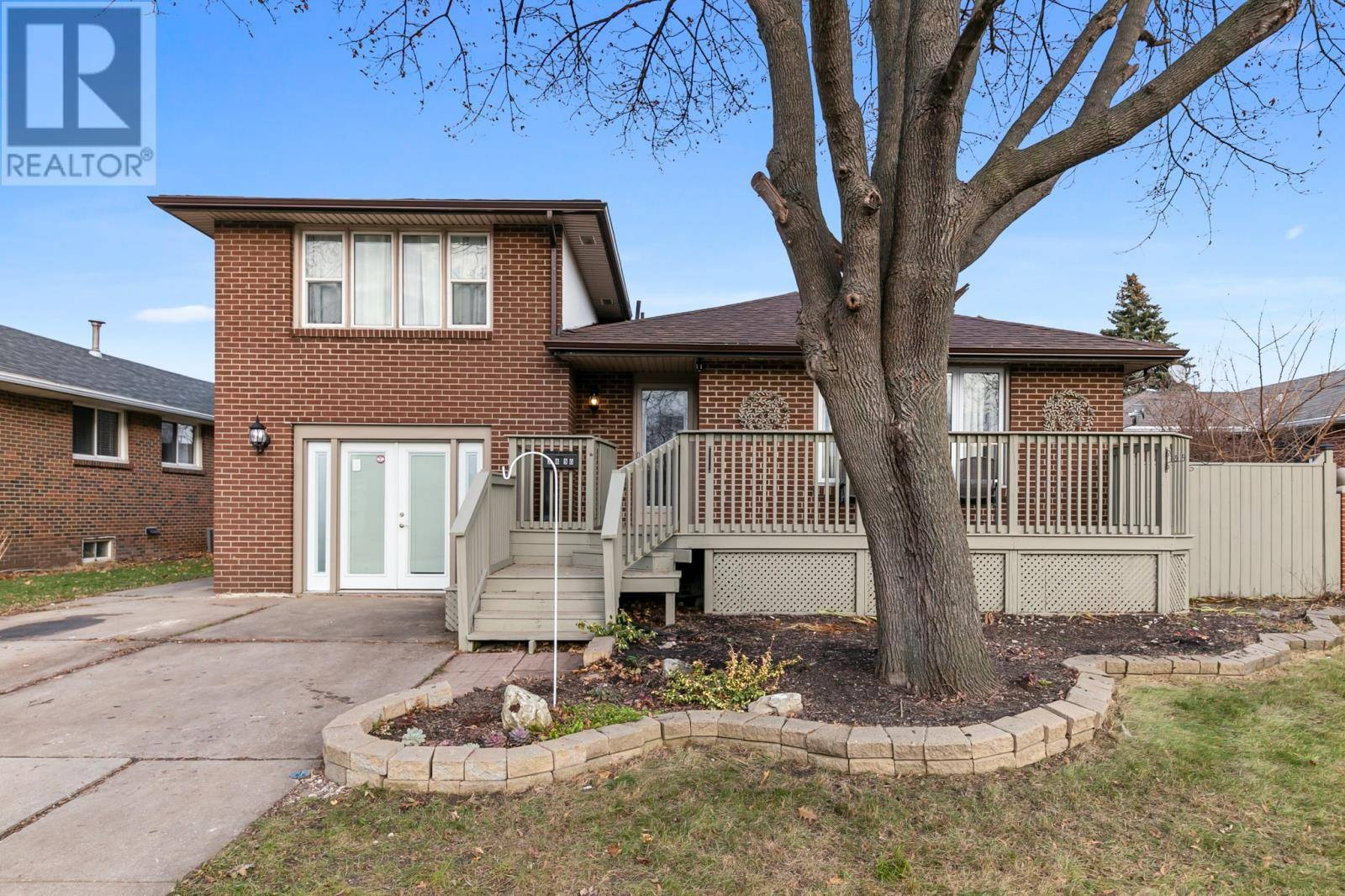 House for sale at 2890 Mcmahon  Windsor Ontario - MLS: 19029138
