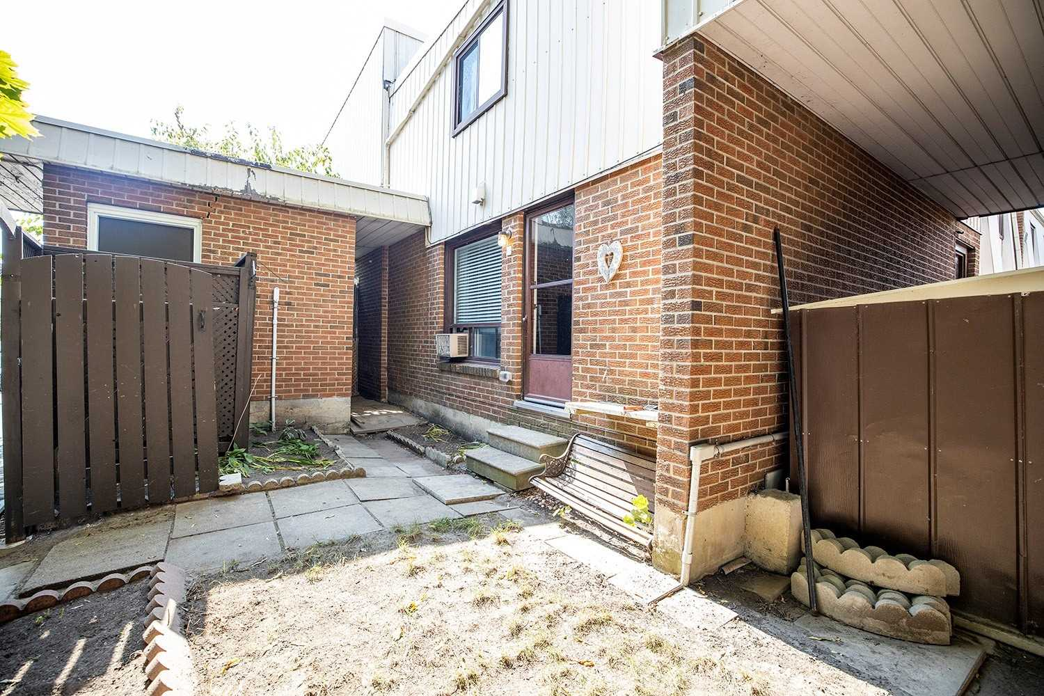 For Sale: 29 - 1100 Oxford Street, Oshawa, ON | 4 Bed, 2 Bath Condo for $364900.00. See 22 photos!