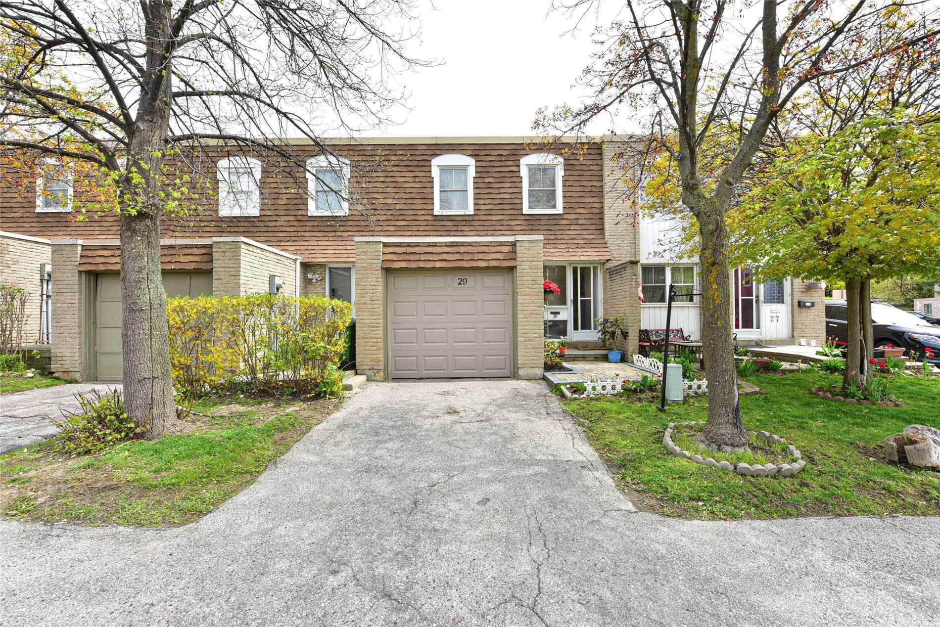 Buliding: 850 Huntingwood Drive, Toronto, ON