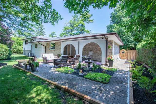 For Sale: 290 Ash Tree Way, Oakville, ON | 3 Bed, 3 Bath House for $1,799,000. See 20 photos!