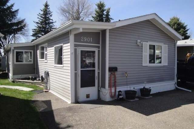 Home for sale at 2901 29 Ave South Lethbridge Alberta - MLS: LD0188673