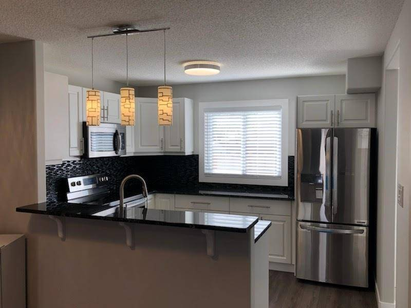 Townhouse for sale at 2913 151 Ave Nw Edmonton Alberta - MLS: E4180098