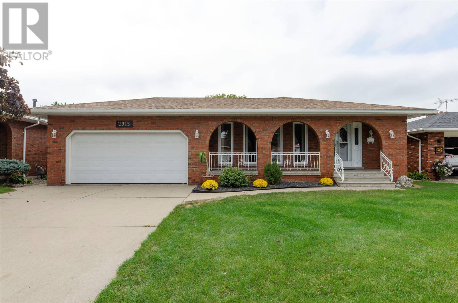 House for sale at 2915 St. Clair  Windsor Ontario - MLS: 19026138