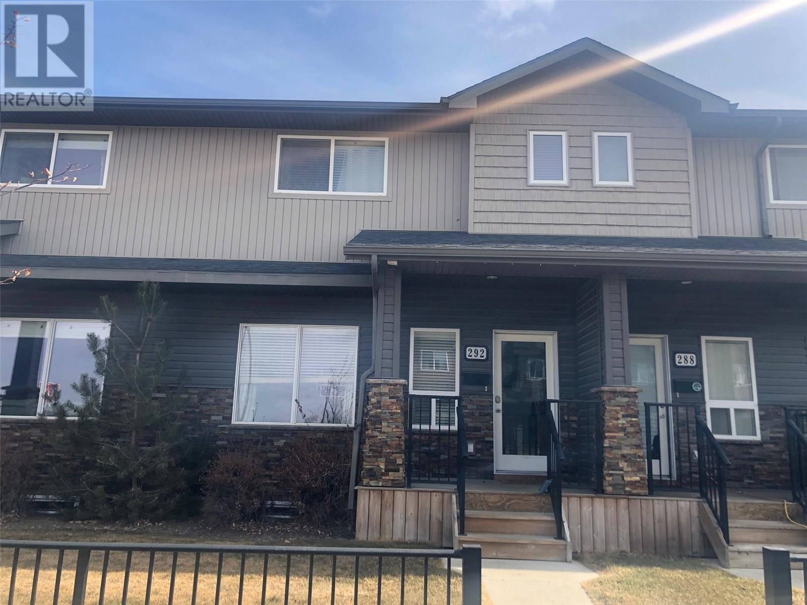 Townhouse for sale at 292 Willowgrove Ln Saskatoon Saskatchewan - MLS: SK762939