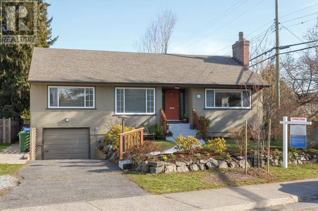 House for sale at 2927 Henderson Rd Victoria British Columbia - MLS: 421389