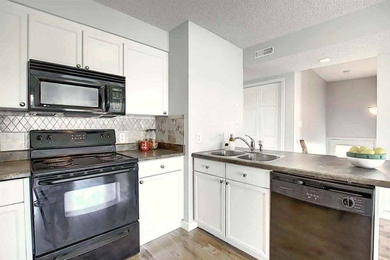 Condo for sale at 2933 26 St NW Edmonton Alberta - MLS: E4208372