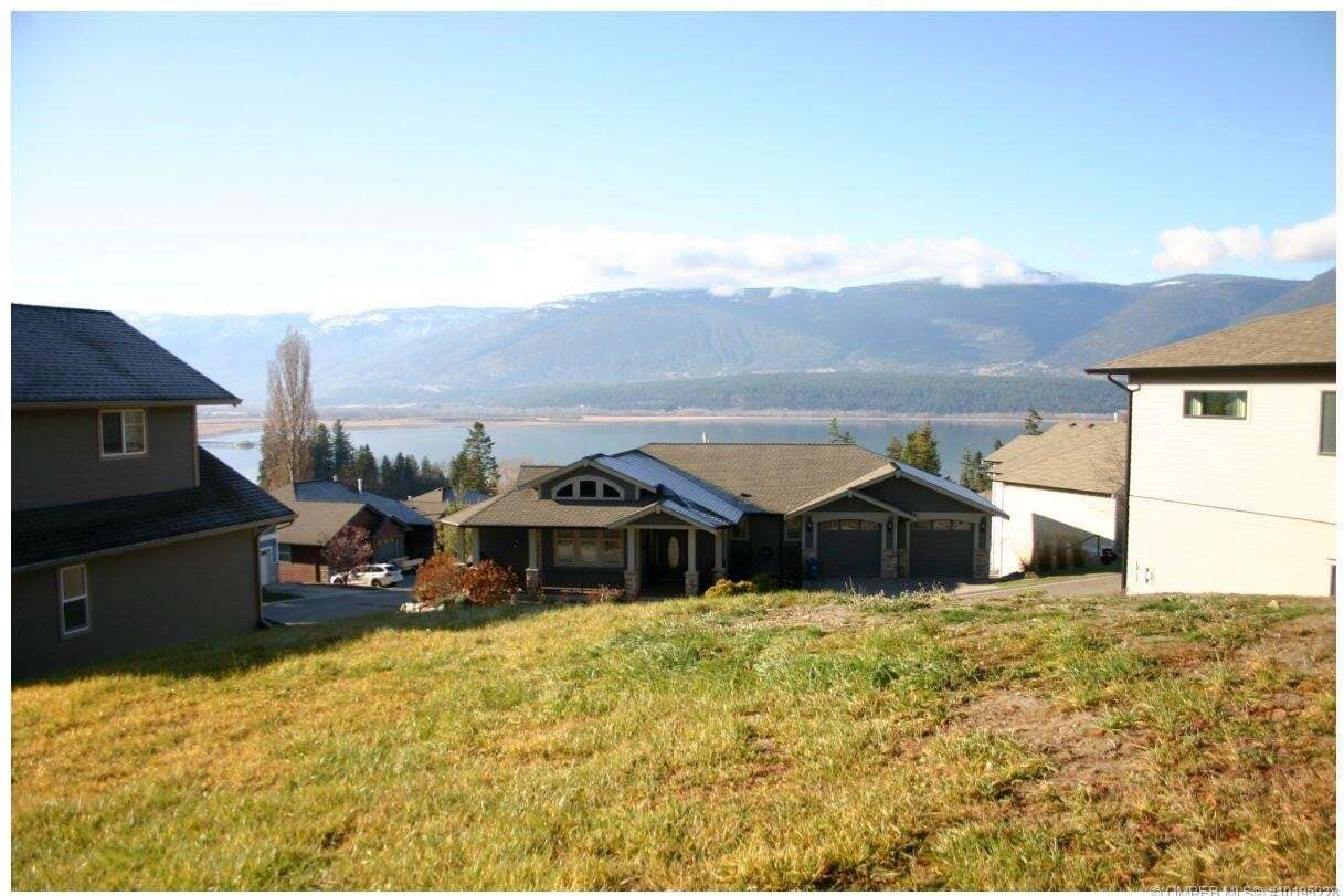 Home for sale at 2990 20 St Northeast Salmon Arm British Columbia - MLS: 10195228