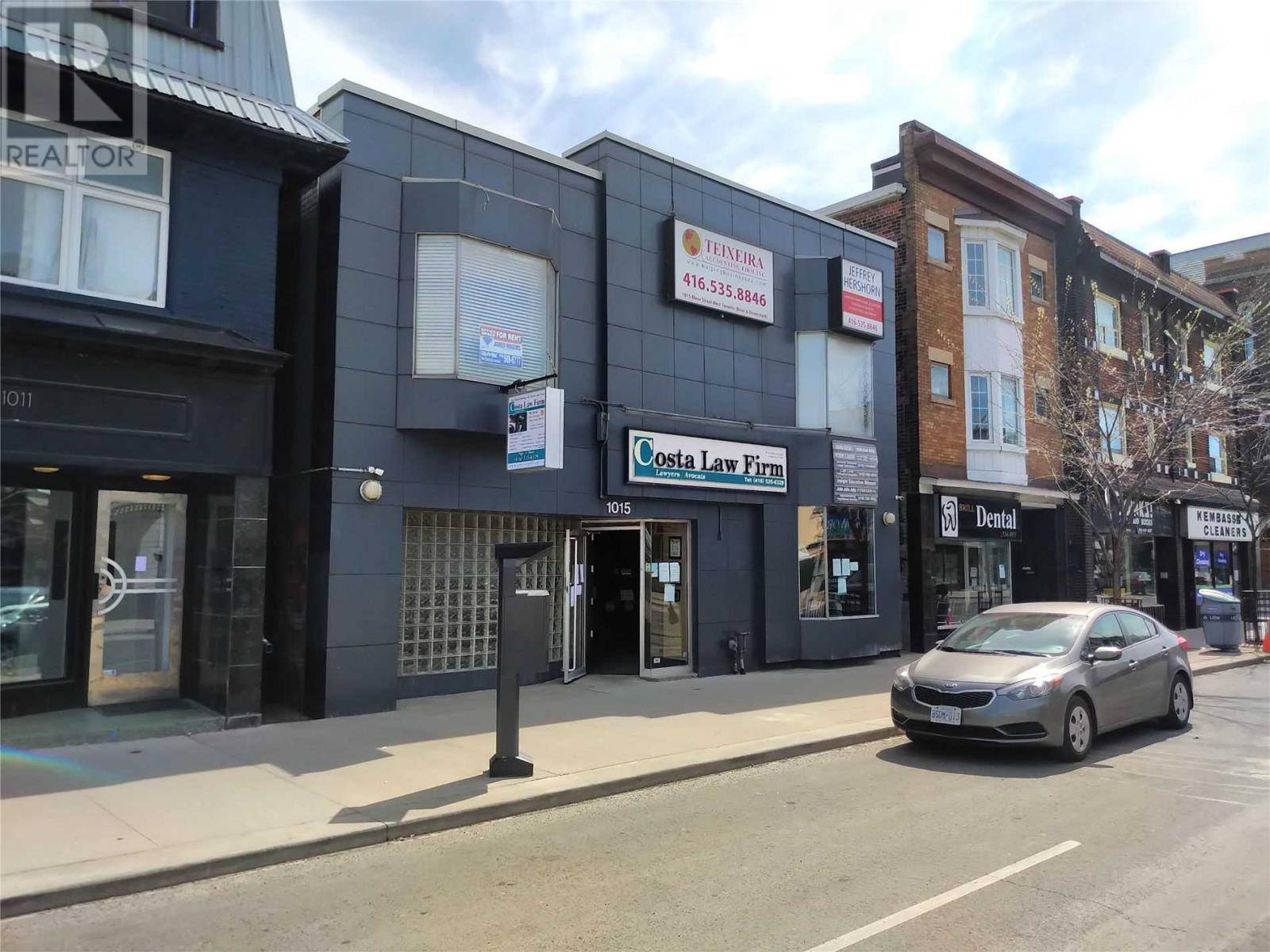 Commercial property for lease at 1015 Bloor St West Apartment 2nd Flr Toronto Ontario - MLS: C4756682
