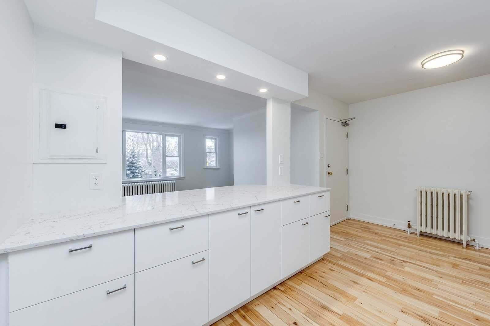 Buliding: 1089 Broadview Avenue, Toronto, ON