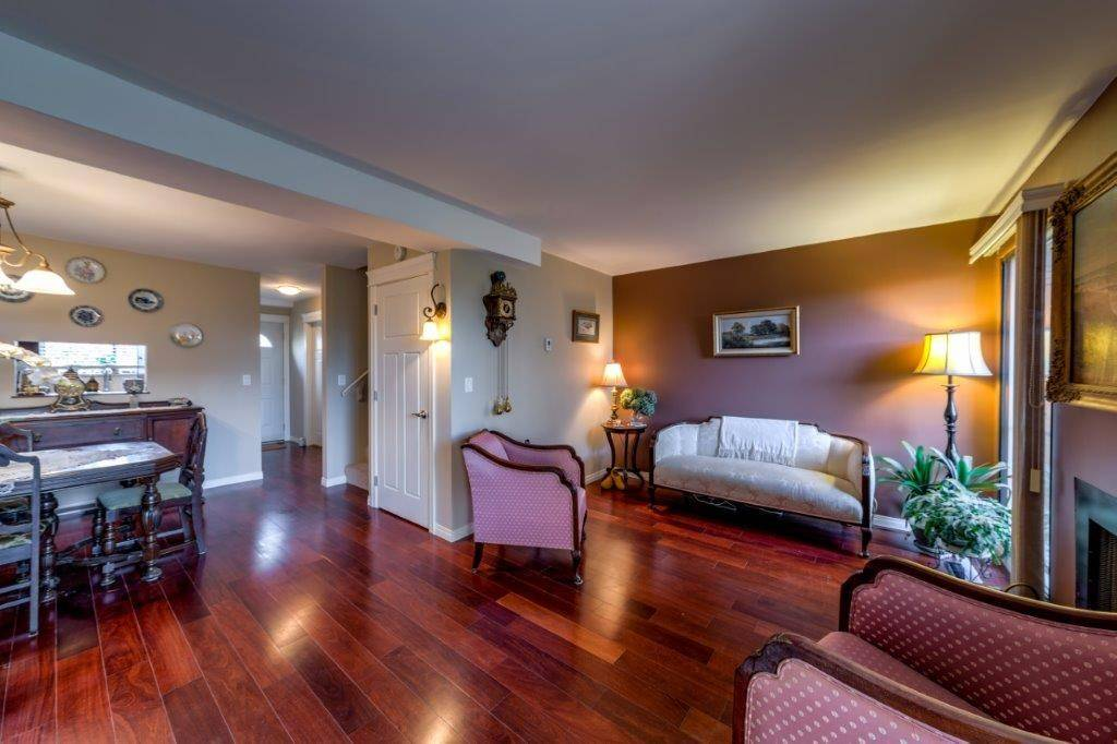 Buliding: 220 East 11th Street, North Vancouver, BC