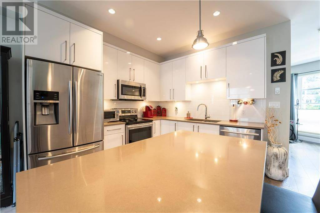 Townhouse for sale at 3440 Linwood Ave Unit 3 Victoria British Columbia - MLS: 415403