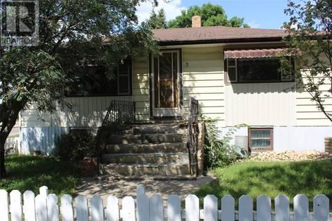 House for sale at 3 3rd Ave SE Weyburn Saskatchewan - MLS: SK798906