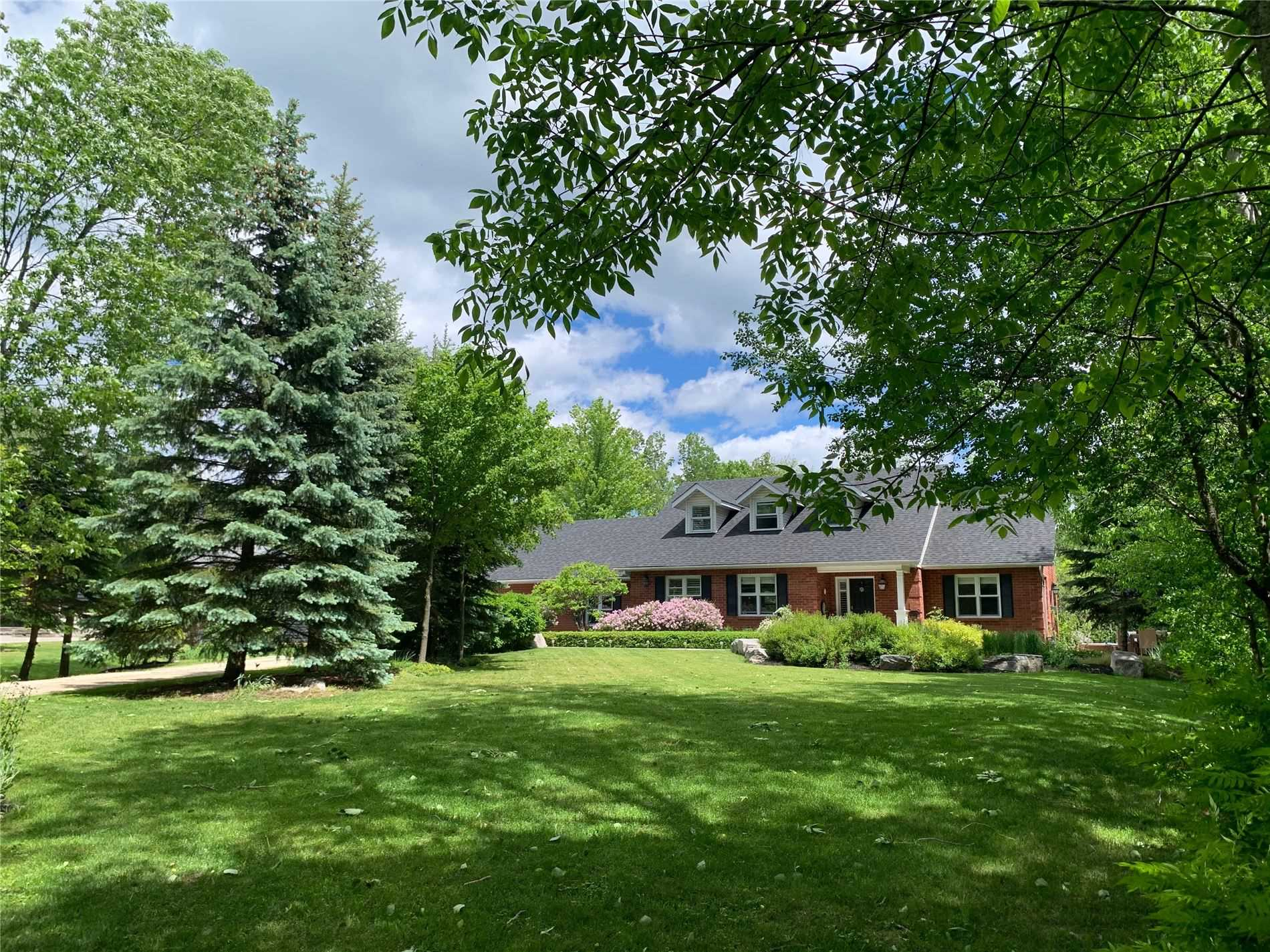 For Sale: 3 Alpine Court, Collingwood, ON | 2 Bed, 3 Bath House for $1165000.00. See 20 photos!