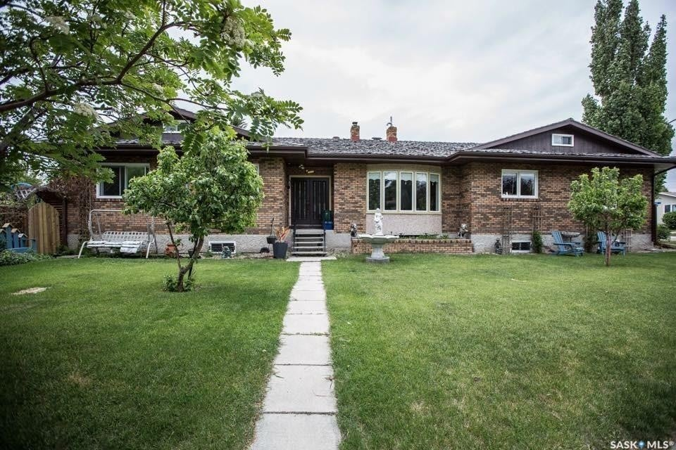 House for sale at 3 Louise Cres Regina Saskatchewan - MLS: SK810245