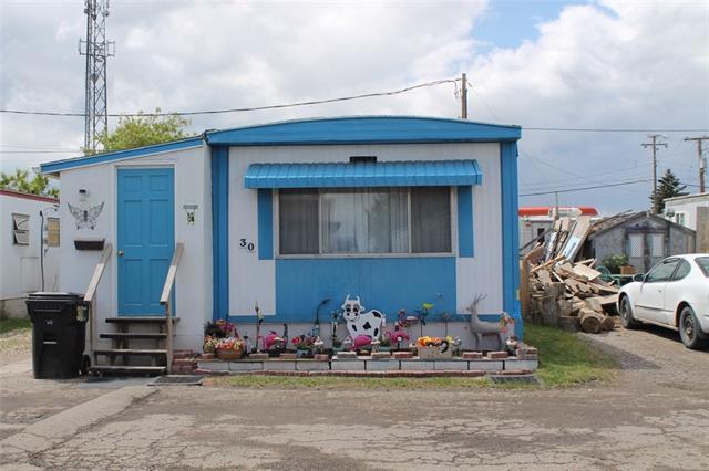 Buliding: 2106 50 Street Southeast, Calgary, AB