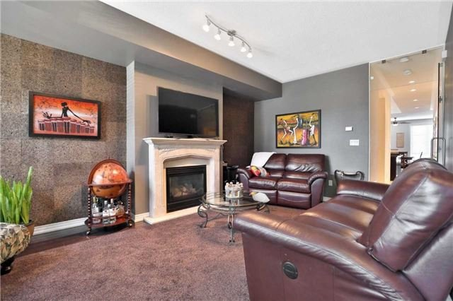 For Sale: 30 - 96 Nelson Street, Oakville, ON | 2 Bed, 3 Bath Townhouse for $980,000. See 19 photos!