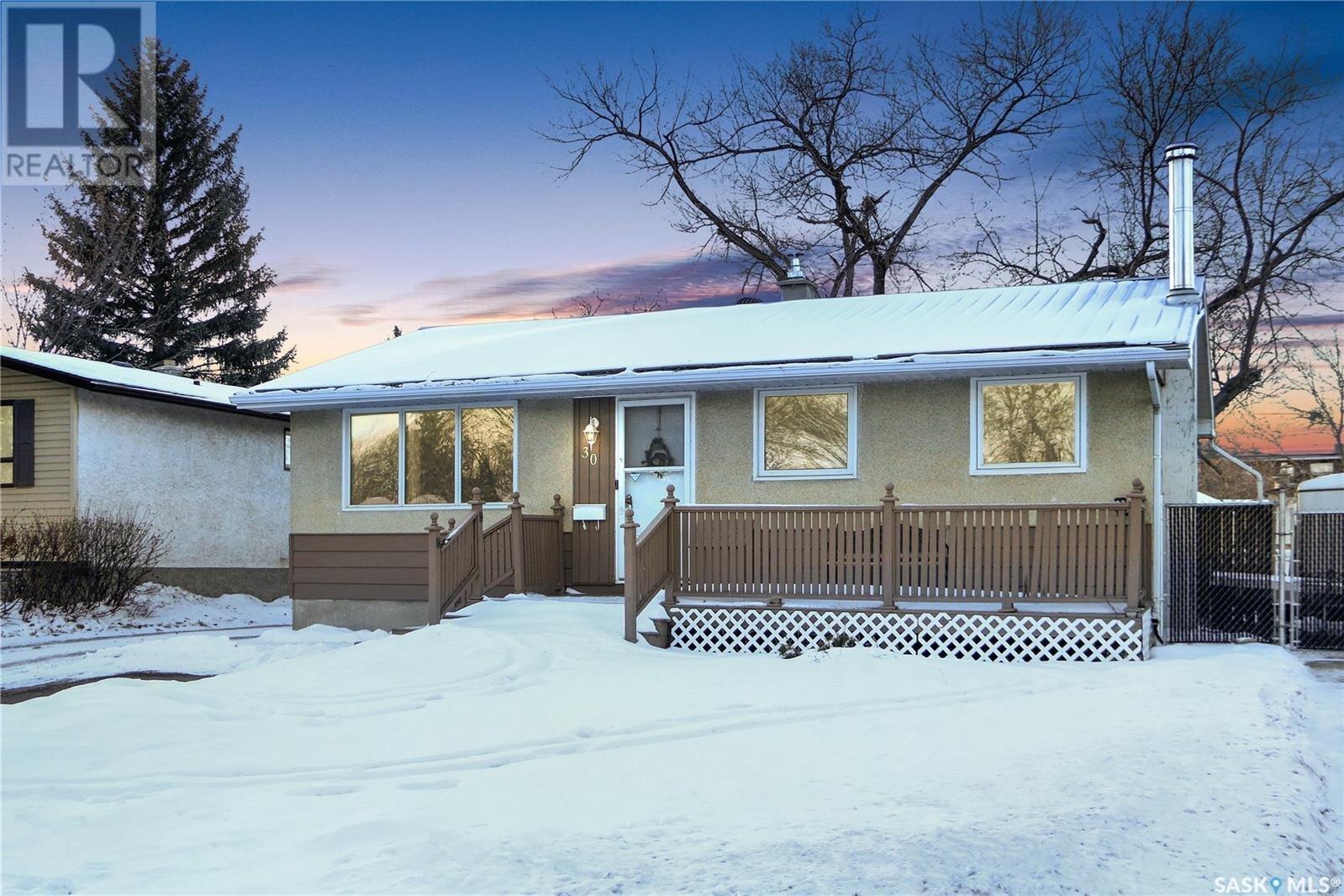 House for sale at 30 Cavendish St Regina Saskatchewan - MLS: SK834457