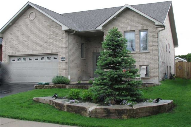 For Sale: 30 Eakins Crescent, Kawartha Lakes, ON | 2 Bed, 3 Bath House for $550,000. See 8 photos!
