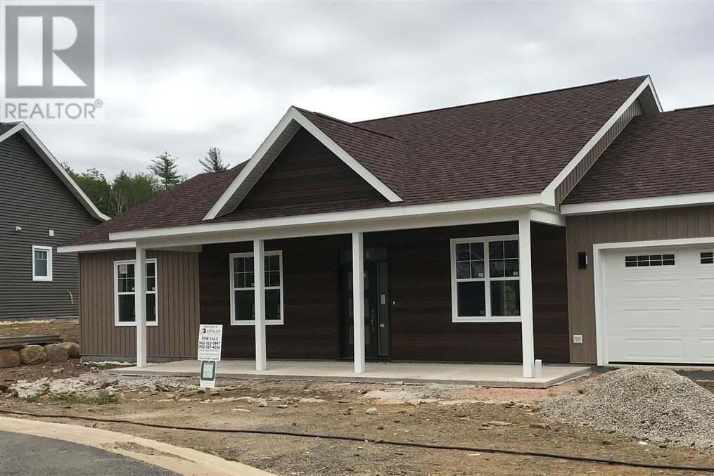 House for sale at 30 Gow Dr Bridgewater Nova Scotia - MLS: 202011477