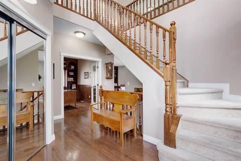 30 Simcrest Manor Southwest, Calgary | Image 2