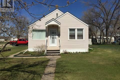 House for sale at 300 First Ave Hanley Saskatchewan - MLS: SK771737