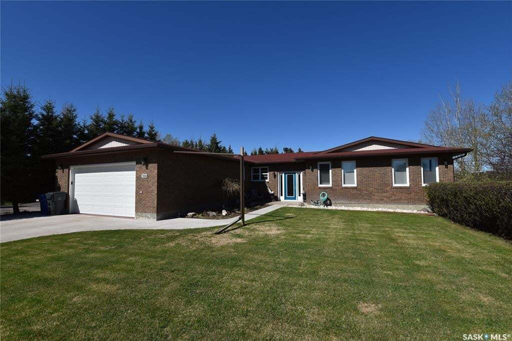 House for sale at 300 Montgomery Dr Nipawin Saskatchewan - MLS: SK810233