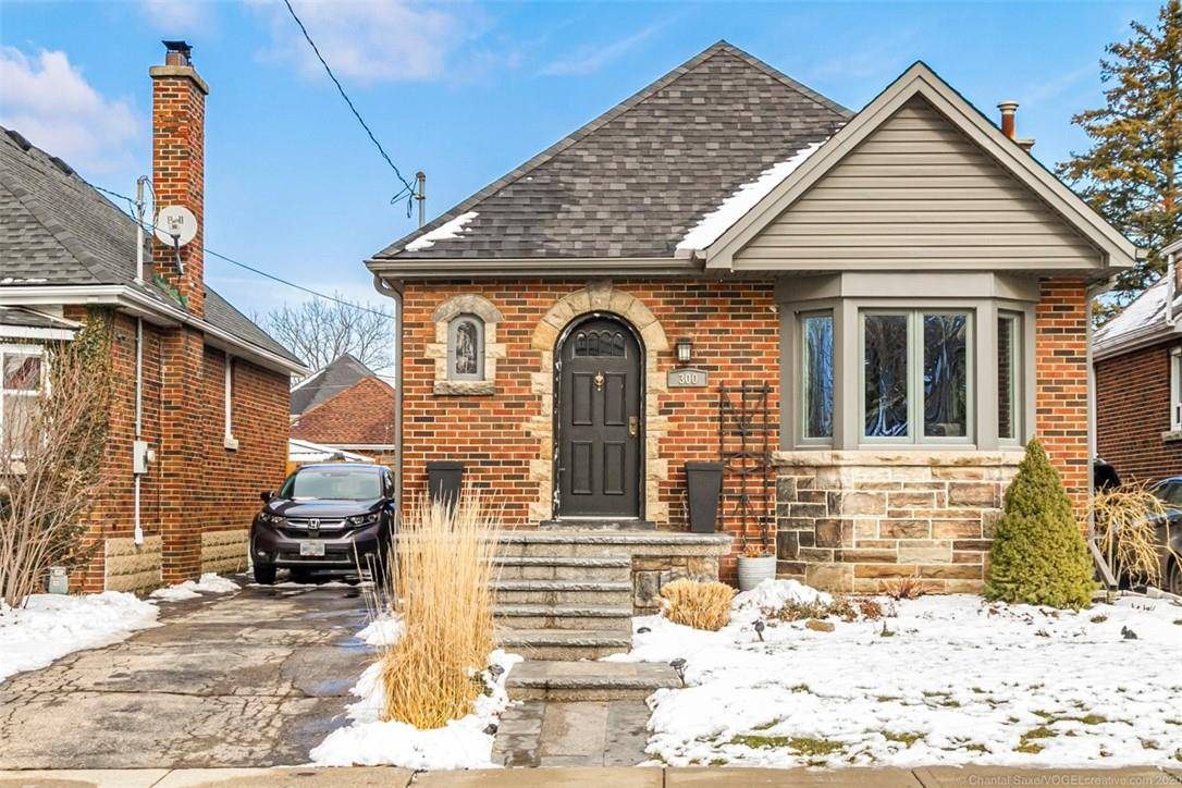House for sale at 300 Stanley Ave Hamilton Ontario - MLS: H4072278