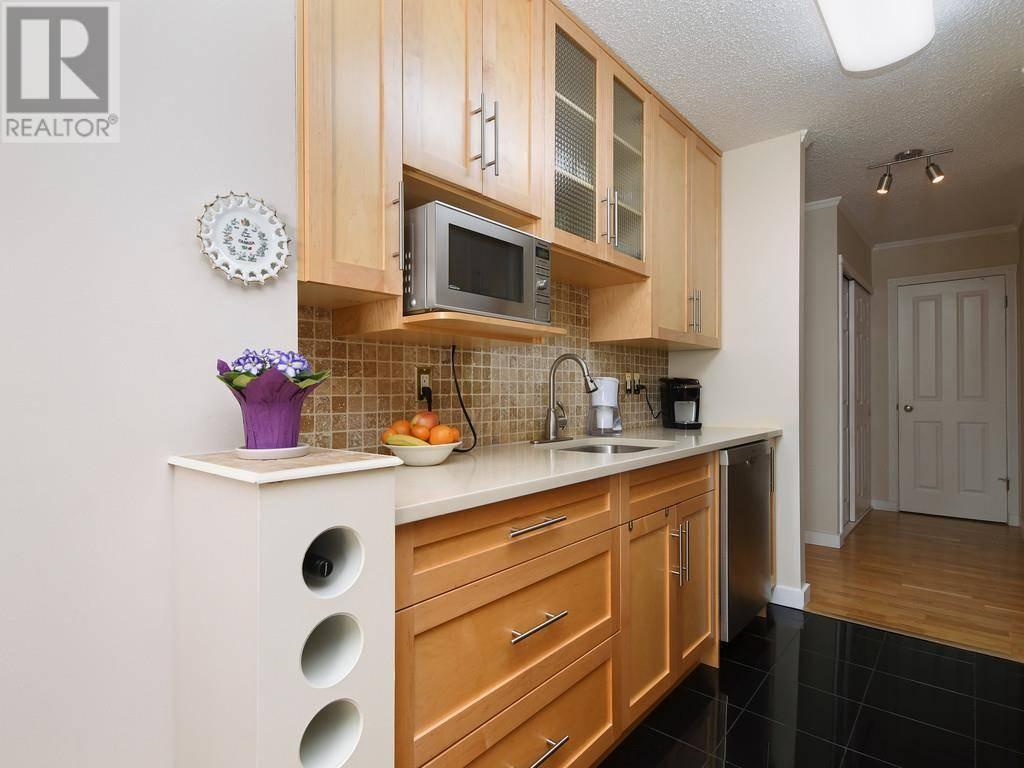 Condo for sale at 1041 Rockland Ave Unit 301 Victoria British Columbia - MLS: 423553