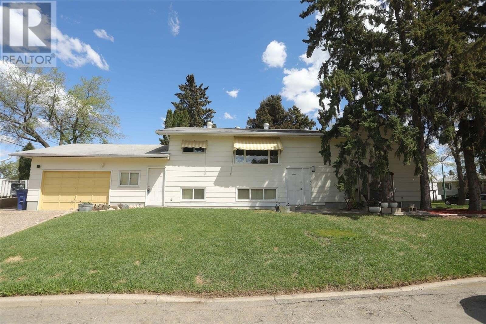 House for sale at 301 1st St E Saskatoon Saskatchewan - MLS: SK809766