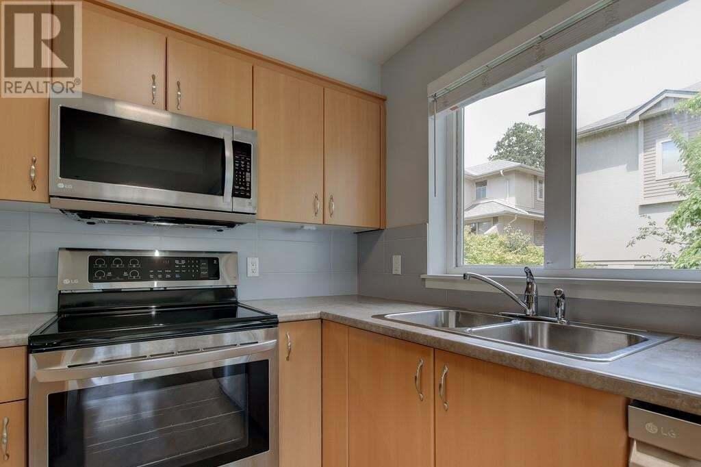 Condo for sale at 2940 Harriet Rd Unit 301 Saanich British Columbia - MLS: 428460