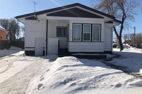 House for sale at 301 2nd Ave E Canora Saskatchewan - MLS: SK803496